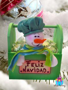 Dulcero en madera mdf. con aplicación en pasta. Christmas Clay, Christmas Projects, Christmas 2019, Xmas, Christmas Ornaments, Biscuit, Snowman Crafts, Pasta Flexible, Wood Crafts