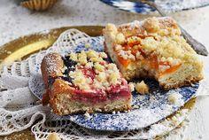 Ovocný koláč s posýpkou - pochúťka na každý stôl - KAMzaKRÁSOU.sk Banana Bread, Desserts, Food, Tailgate Desserts, Deserts, Essen, Postres, Meals, Dessert