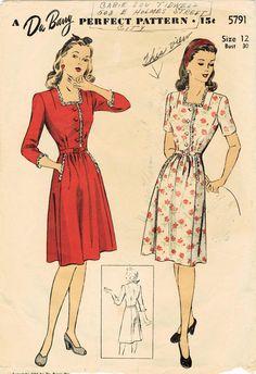 Style doux pour lété, cette robe de 1944 est à jabot pour les sorties en après-midi ! Détails de la robe : -légèrement en corsage avec soft se