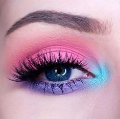 21 Easter makeup looks that celebrate your love & passion for pastels - Hike n Dip Rock the Easter Party with the best themed makeup. Check out the perfect Easter Makeup looks / ideas & pastel eye makeup ideas for spring & easter season. Glitter Makeup Looks, Purple Eye Makeup, Eye Makeup Art, Glossy Makeup, Colorful Eye Makeup, Makeup Inspo, Makeup Ideas, Makeup Eyeshadow, Pastel Eyeshadow