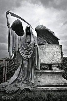 Reaper Statue, Grim Reaper, Croix Christ, Art Bizarre, Grave Monuments, Death Art, Harry Potter, Chicano, Cemetery Art