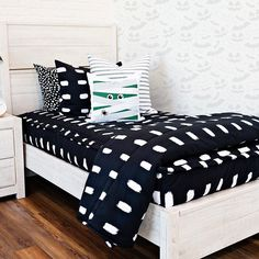"Do you decorate for Halloween? The Jet bedding is perfect for that! Use code ""PINTEREST"" for 20% off your order! #zipperbedding #zipyourbed #beddys  #homedecor #boysroom  #boysroomdecor #kidsinterior  #kidsbedroom #kidsbedding #kidsdesign  #bedding #boystuff #boybedding #beddings Boys Room Decor, Kids Bedroom, Bedroom Decor, Beddys Bedding, Zipper Bedding, Make Your Bed, Be Perfect, Bunk Beds, Comforters"
