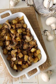 funghi e patate 1 Baby Food Recipes, Whole Food Recipes, Vegan Recipes, Truffle Mushroom, World Recipes, Antipasto, International Recipes, Plant Based Recipes, I Foods
