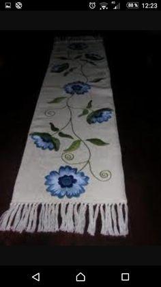 Resultado de imagen para CAMINOS DE YUTE BORDADO Hand Embroidery Stitches, Ribbon Embroidery, Cross Stitch Embroidery, Embroidery Patterns, Machine Embroidery, Flower Patterns, Beading Patterns, Crochet Patterns, Satin Stitch