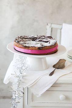 Flourless chocolate cake. Kaikkien aikojen joulu -magazine 2011. Food styling Sanna Kekäläinen, photo Arto Vuohelainen.