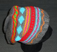Bonnet Slouchy femme / fille tricoté et brodé main