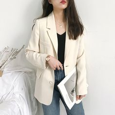 Blazer Outfits, Blazer Suit, England Fashion, Work Suits, Office Ladies, Light Jacket, Office Wear, Fashion Outfits, Outfits