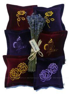 Levandulový polštářek s růžičkou (20x20cm) | Lavennis