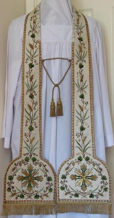 http://www.luzarvestments.co.uk/stoles_pages/6294%20White%20Stole.jpg