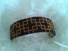 bracelet manchette en laiton, tissé avec des perles miyuki noires et bronze vif : Bracelet par yedura