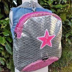 Atelier24 sur Instagram: Un sac à dos pour une jolie petite fille 🌸, un Limbo small @patrons_sacotin, en simili glitter rose, simili sirène argent, doublure…