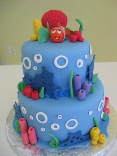 I covered this cake with fondant and molded the fish and sea-life by hand.