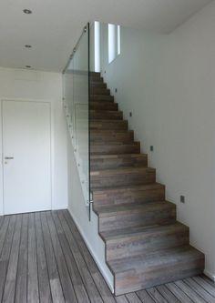 Aufgesattelte Faltwerk Treppe. Die Wangen Sind Durcheine Ständerwand Mit  Rigips Verdeckt.