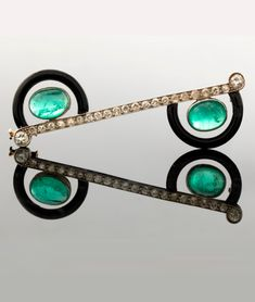 Vintage Jewelry 1920 Attributed to Cartier - An early Art Deco platinum, white gold, enamel, diamond and cabochon emerald brooch, circa Perhaps circa for white gold was introduced in the Mixed Metal Jewelry, Wooden Jewelry, Stone Jewelry, Antique Jewelry, Vintage Jewelry, 1920s Jewelry, Art Deco Decor, Art Deco Era, Art Deco Design