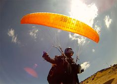 I want to do this so bad. You can sty I'm the air for as long as you want on a warm summer day #extreme #paragliding.
