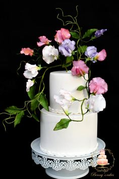 Wedding cakes - From easy to elegant cake suggestions. Craving for additional stunning suggestions, visit the pin image now. Sweet Pea Flowers, Towel Cakes, Sugar Flowers, Cake Flowers, Gum Paste Flowers, Wedding Cakes With Cupcakes, Sugar Craft, Cake Toppings, Cake Tutorial