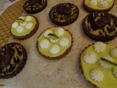 OK, looks aren't everything! They tasted good even though I am a bad photographer / Log Cabin Baker