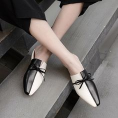 Chiko Sibley Square Toe Block Heels Clogs/Mules Chiko Sibley Square Toe Blockabsatz Clogs / Pantoletten This image has get. Mules Shoes, Wedge Shoes, Shoes Heels, Shoes Sneakers, High Heels, Flat Shoes, Look Fashion, Fashion Shoes, Cheap Fashion