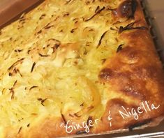 Focaccia Genovese: croccante e saporita. Foccacia Recipe, Arancini, Nigella, Lasagna, Macaroni And Cheese, Food And Drink, Meals, Olive, Cooking