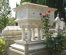 Beautiful tomb of Elizabeth Barrett Browning in the English Protestant Cemetery, Florence, Italy. Cemetery Monuments, Cemetery Statues, Cemetery Headstones, Old Cemeteries, Cemetery Art, Graveyards, Elizabeth Barrett Browning, Frederick Leighton, Unusual Headstones
