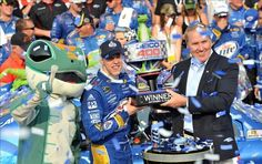 Brad Keselowski wins the race and grabs the lead in the NASCAR Chase standings