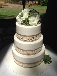 Hessian and Lace Wedding Cake - THE CAKE'S AND MRS MUIR