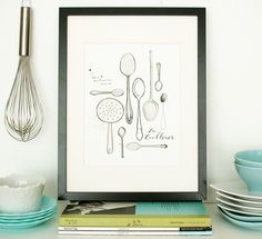 Here are more cute little kitchen corners. Match earthenware and glass in pastel colours with a print (the spoon one's by Evajuliet) and good looking kitchen utensils. The dark frames add a touch of class.