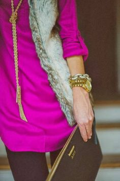 Fur with color. I'm obsessed with this. And the gold huge watch. Yowwza! Need it