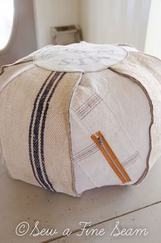 The best DIY projects & DIY ideas and tutorials: sewing, paper craft, DIY. Diy Crafts Ideas How to make a Pouffe -Read Sewing Hacks, Sewing Tutorials, Sewing Crafts, Sewing Projects, Diy Crafts, Sewing Patterns Free, Free Sewing, Diy Pouffe, Pouffe Pattern