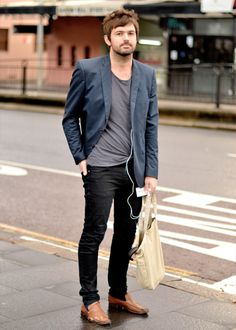 Men In This Town Vneck skinny jeans and a Blazer = <3
