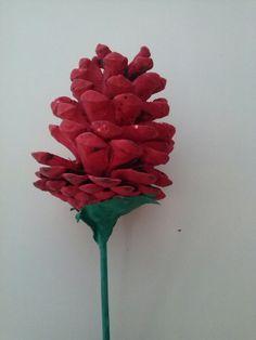 Rosa feta amb pinya, pal de bambú i paper
