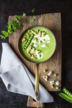 Erbsensuppe mit Zucchini und Curry