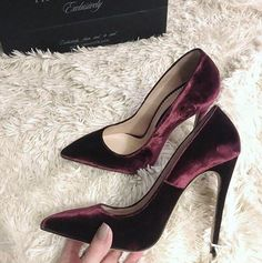 Image uploaded by Marcela Arroyo. Find images and videos about shoes and fashion on We Heart It - the app to get lost in what you love. Fancy Shoes, Pretty Shoes, Crazy Shoes, Beautiful Shoes, Cute Shoes, Me Too Shoes, Stilettos, High Heels, Pumps