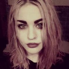 Frances Bean Cobain she's so effing gorgeous!!!! Courtney and Kurt did one thing right that's for damn sure.
