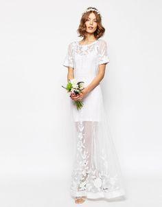Per la stagione Primavera/Estate 2016, Asos ha proposto una collezione di abiti da sposa economica. Le donne che vogliono convolare a nozze spendendo pochissimo potranno finalmente realizzare il loro sogno. Ecco i prezzi di tutti i vestiti.