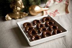 Čokoládové rohlíčky babičky Jiřinky Christmas Sweets, Christmas Baking, Christmas Time, Xmas, Czech Recipes, Holiday Cookies, Sweet Recipes, Sweet Tooth, Food And Drink