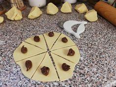 Rohlíčky ze zakysané smetany | recept Markova, Nutella, Food And Drink, Sugar, Cheese, Cookies, Drinks, Hampers, Julio Iglesias