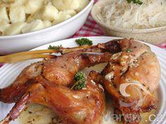 Králík na česneku - Chicken Wings, Shrimp, Chicken Recipes, Food And Drink, Meat, Halloween, Lasagna, Recipes With Chicken, Halloween Stuff