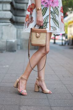 #howtowearwhitedress #floraldress #wickerbag #strawbag #parfois #beautystuffbyana