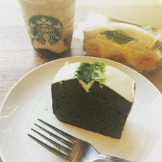 It's SO hot today... 38degreesC?! What is that?! Seeking refuge amongst so many book and so much little treats in the heart of super trendy Daikanyama  #daikanyama #daikanyamatsite #daikanyamatsutaya #tsutaya #starbucks #frappuccino #summer #matcha #matchacake #greentea #coffeejelly #スタバ #コーヒージェリーフラペチーノ #暑い #夏 #真夏 #ケーキ #抹茶ケーキ #涼しい