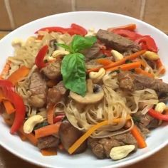 """Try my chilli and basil beef stir fry with cashew nuts and rice noodles #leanin15  It's #LeanieInFifteeny """