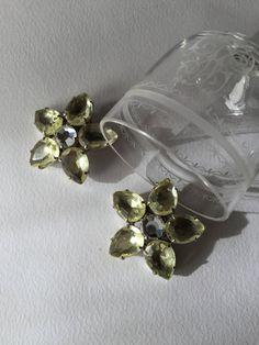 1950 vintage large citrine flower rhinestones clip earrings, vintage jewels di Quieora su Etsy