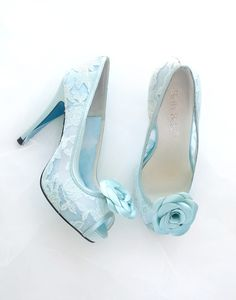 Something Blue lace pumps with rose clips by Bella Belle.  #weddingshoes #somethingblue #wedding