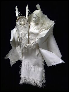 Can you believe this sculpture is made of paper???  Wow!