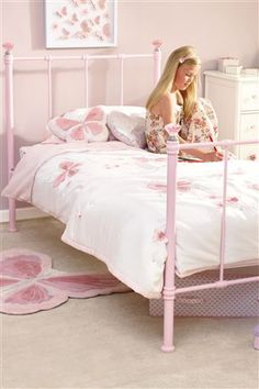 Amelia Bed - pink and pretty :-)