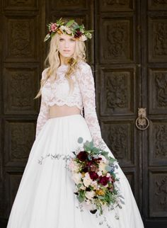 An elegant wedding inspiration complete with floral filled staircases, ethereal gowns, and a stunning venue, this photo shoot proves why old glamour is here to stay. Two Piece Wedding Dress, Two Piece Dress, Applique Wedding Dress, Applique Dress, Mod Wedding, Bridal Wedding Dresses, Bridal Gown, Glamour, Chiffon