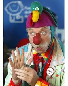 """Hunter """"Patch"""" Adams- a man that is truly an everyday hero. Patch Adams, Robin Williams, Clown Doctors, Laughter Therapy, Makeup Supplies, Send In The Clowns, Clowning Around, Unsung Hero, Best Doctors"""