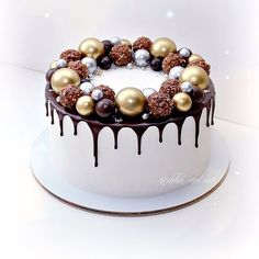 Bolo Tumblr, Winter Torte, Buttercream Cake Designs, Cake Story, Cake Decorating Designs, New Year's Cake, Christmas Cake Decorations, Best Chocolate Cake, Dessert Decoration