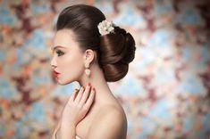 Свадебные прически и макияж для невесты 2012 (фото)