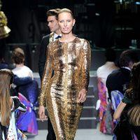 Gala amfAR 2013 Cannes Desfile The Ultimate Gold Collection  Karolina Kurkova, Roberto Cavalli dress